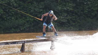 Lazer: na zona oeste, Jardim Holanda tem prática de wakeboard