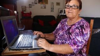 Dona Márcia, a vovó da internet, se dedica a dar conselhos