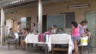 Colcha de retalhos muda a vida das mulheres no bairro Esperança