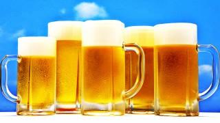 O que uma cerveja faz…